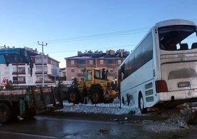 Konya'nın Cihanbeyli ilçesinde öğrenci servisi devrildi: 2 ölü, 16 yaralı