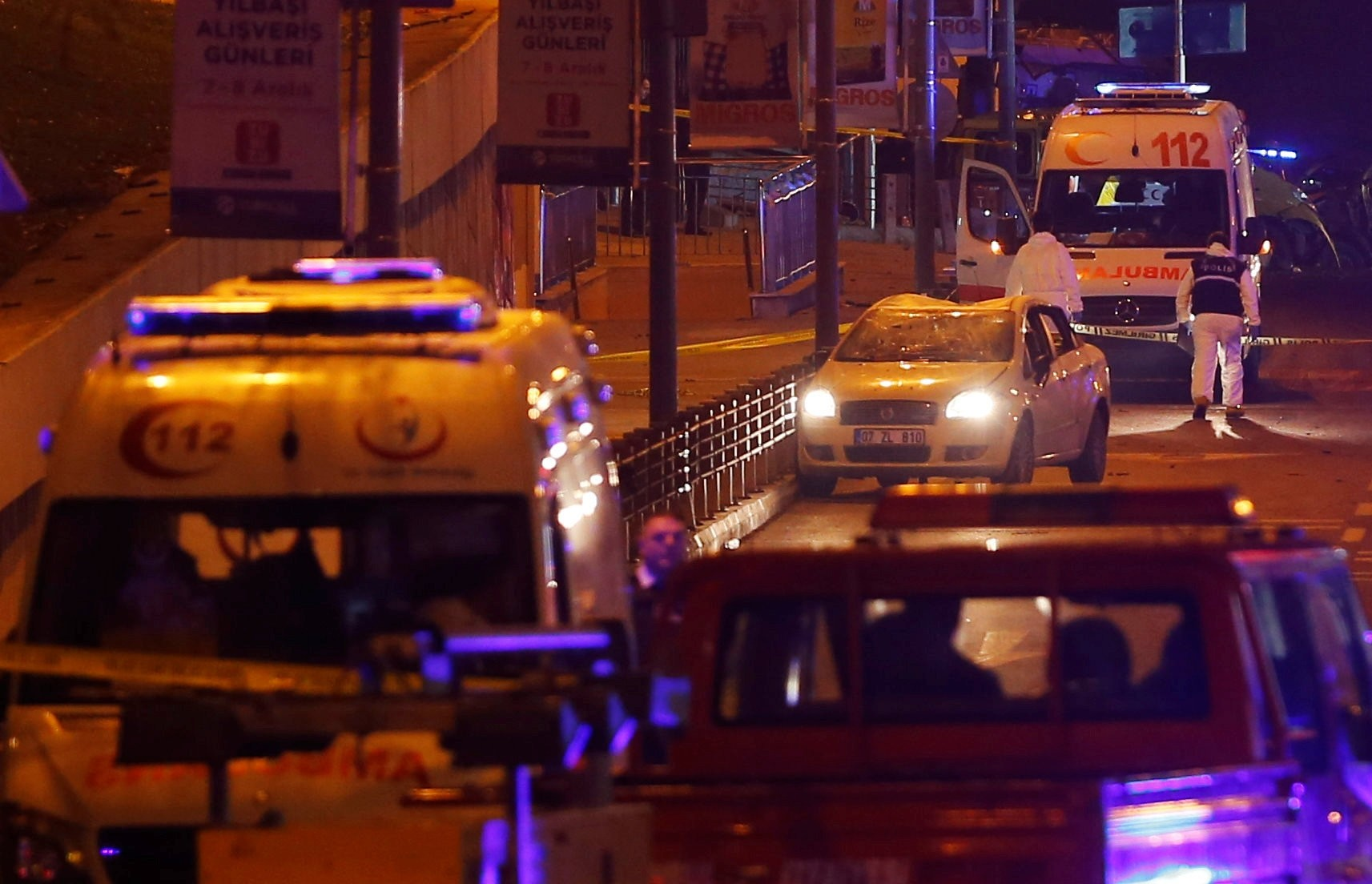 Police forensic experts examine the scene after a blast in Istanbul, Turkey, early December 11, 2016. (REUTERS Photo)