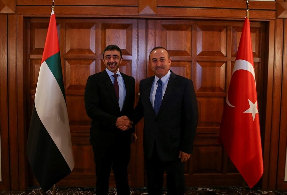 Foreign Minister of the United Arab Emirates (UAE) Abdullah bin Zayed Al Nahyan (L) shakes hands with Turkish counterpart Mevlu00fct u00c7avuu015fou011flu (R) in Ankara, Turkey. (AA Photo)