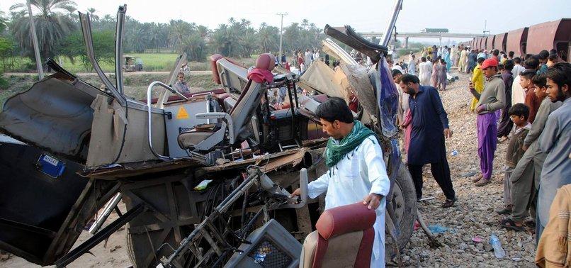 20 KILLED IN TRAIN, BUS COLLISION IN PAKISTAN