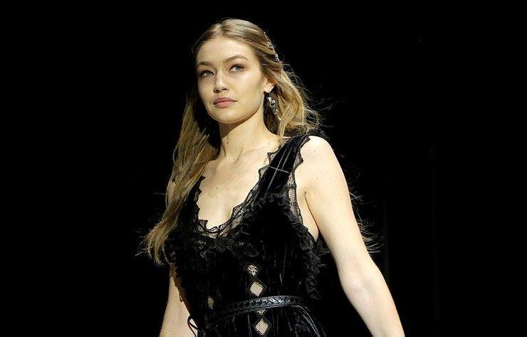 Ünlü model Gigi Hadid, varlıklı bir aileden geldiği için ayrıcalıklı hissettiğini, bu nedenle de modelliğe başlarken suçlu hissettiğini söyledi.