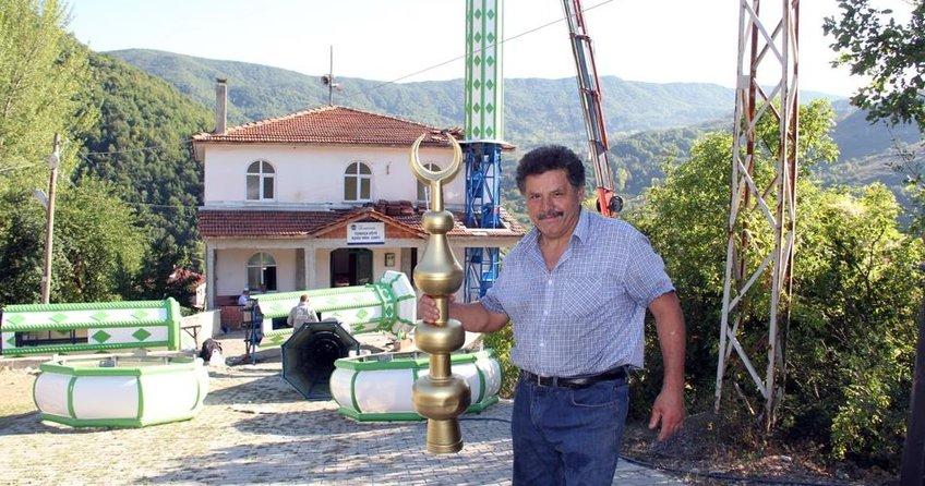 Köyün 2 camisine minare yaptırdı