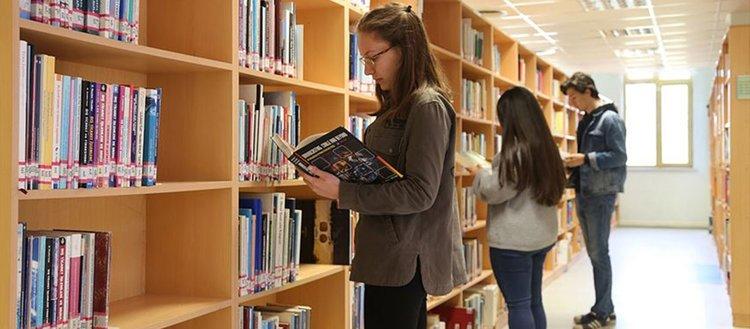 Kapısında kilit olmayan kütüphane