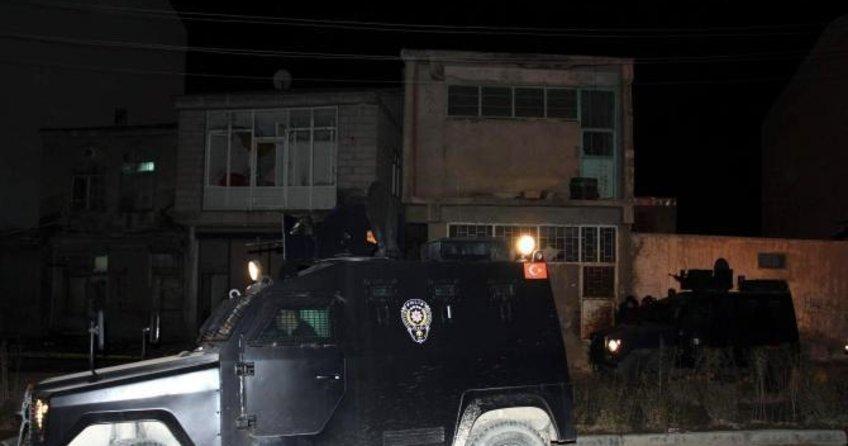 AK Parti ilçe binasına Van'da saldırı