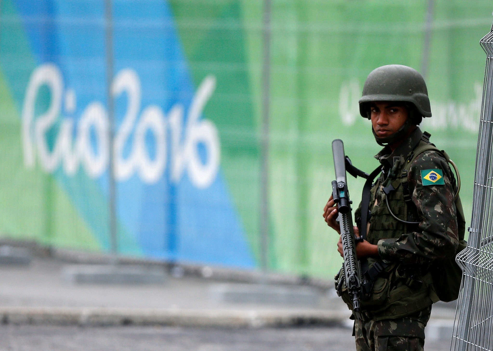 A soldier of the Brazilian Armed Forces stands guard outside the 2016 Rio Olympics Park in Rio de Janeiro, Brazil, July 21, 2016. (REUTERS Photo)