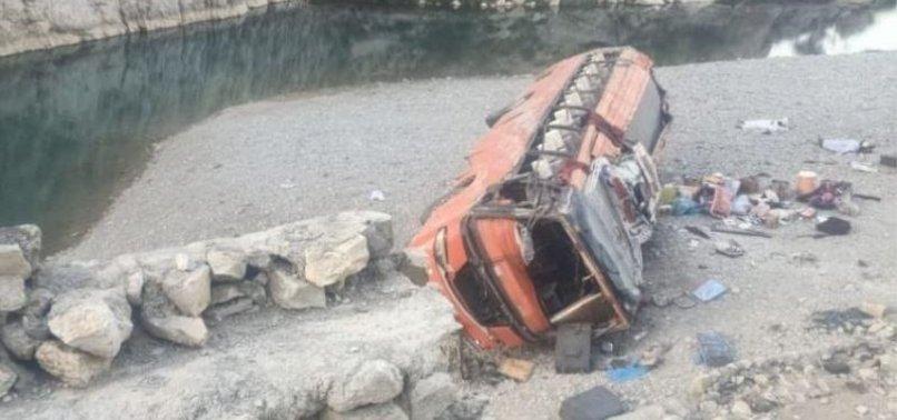 BUS CARRYING PILGRIMS OVERTURNS IN SW PAKISTAN, KILLING 20