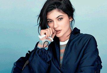 Kylie Jenner servet harcadı