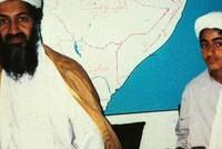 أدرجت الولايات المتحدة حمزة نجل أسامة بن لادن زعيم تنظيم القاعدة الراحل، على لائحتها السوداء للإرهاب، ما يعني فرض عقوبات قانونية ومالية عليه.  واستندت وزارة الخارجية الأمريكية في اعتبارها حمزة بن...