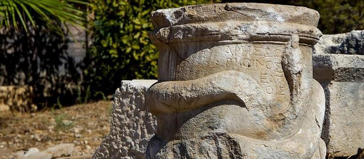 Patara'da 2 bin yıllık 'yılan figürlü sunak' bulundu