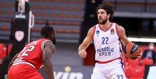 Anadolu Efes beat Olympiacos 84-79 in EuroLeague