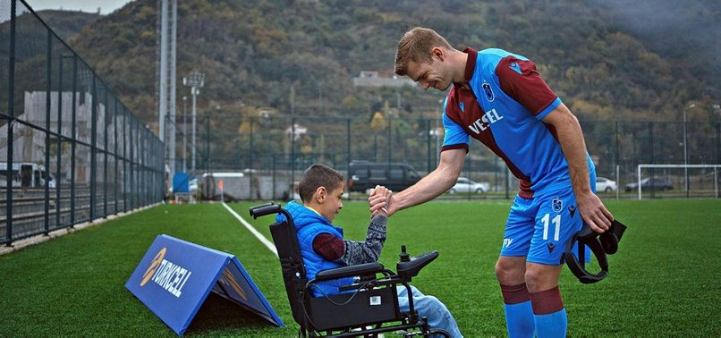 DISABLED KIDS SURPRISE TRABZONSPOR TEAM WITH DRAWINGS