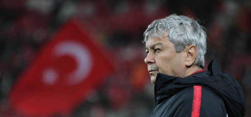 TURKISH FOOTBALL BODY PARTS WAYS WITH HEAD COACH MIRCEA LUCESCU