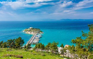 Kuşadası: A top holiday resort town with clear sea and beautiful nature