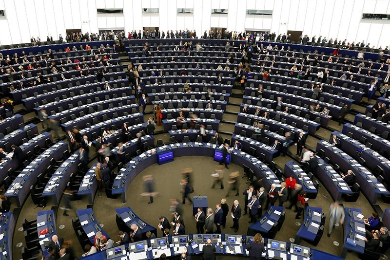 Members of parliament prepare to cast their ballot for a new president at the European Parliament in Strasbourg, France, 17 January 2017. (EPA Photo)