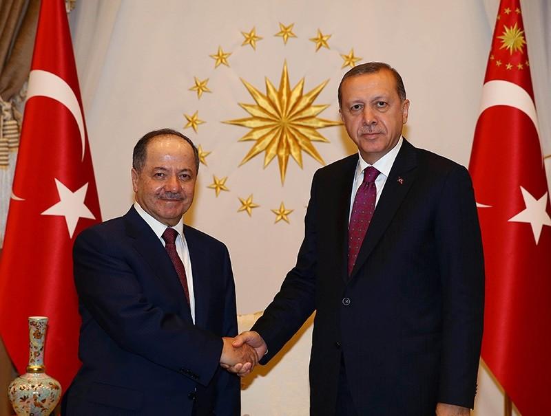 President Erdou011fan shakes hands with KRG President Barzani (L) at the Presidential Palace in Ankara, Turkey, August 23, 2016. (Kayhan u00d6zer / Presidential Photo Service)