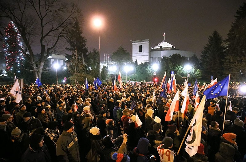 0 People take part in a demonstration organised by Polish Committee for the Defence of Democracy (KOD) in front of the Sejm (Parliament) in Warsaw, Poland, 17 December 2017. (EPA Photo)