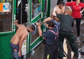 İngiltere'de sokakta yürüyenlere asitle saldırdılar