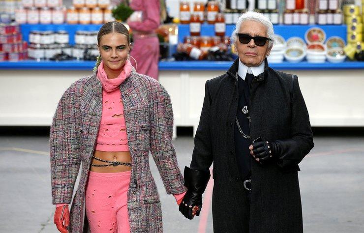 Cara Delevingne, Karl Lagerfeld'in ardından duygusal bir yazı yayınladı.