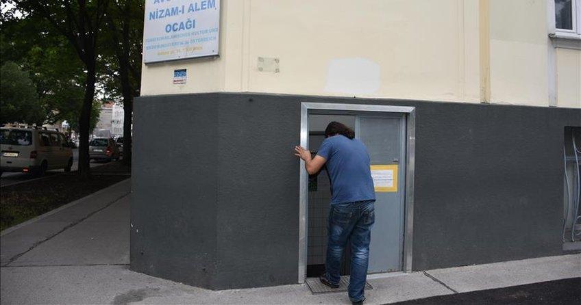 Avusturya'da kapatılan Türk camisi yeniden ibadete açıldı