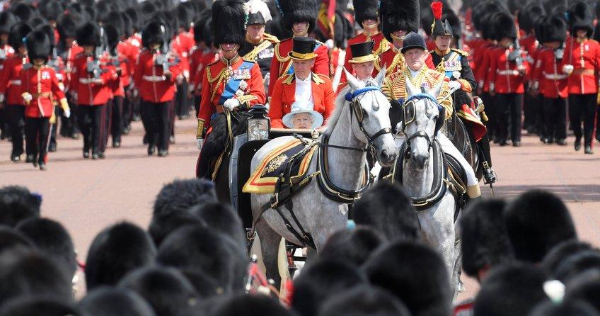 İngilterede Kraliçe Elizabethin yeni yaşı kutlandı