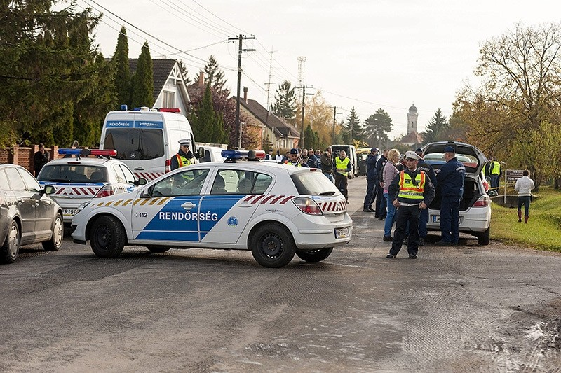Police officers investigate at the scene of a shooting in the village of Bony, 107 kms west of Budapest, Hungary, 26 October 2016 (EPA Photo)