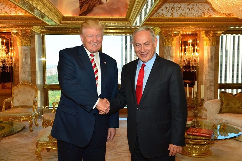 President-elect Donald Trump (L) shaking hands with Israeli Prime Minister Benjamin Netanyahu at Trump Tower in New York, New York, USA on 25 September 2016. (EPA Photo)