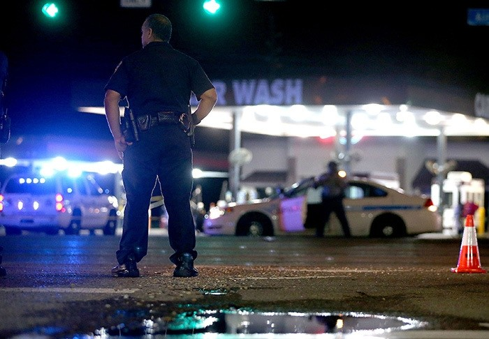 Police officers stand near the scene of where three police officers were killed this morning on July 17, 2016 in Baton Rouge, Louisiana. (AFP Photo)