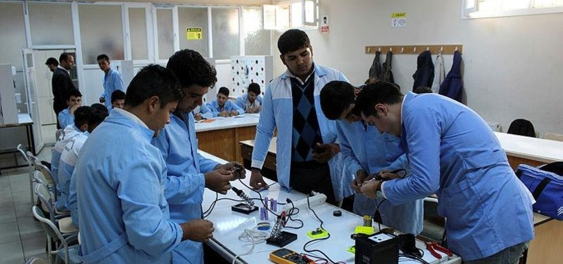 TURKISH STUDENTS PRODUCE POWER BANK CALLED HASSA FROM WASTE BATTERY