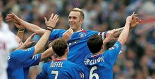 Former Netherlands defender Fernando Ricksen dies at 43