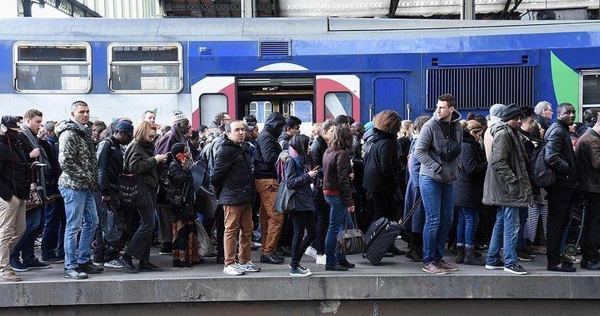 Fransada grevler devam ediyor