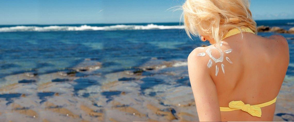 Saatlerce güneşin altında kaldığımız bu dönemlerde cildinizin UVB ve UVA ışınlarından kötü etkilenmesini istemiyorsanız, güneşten nası,l doğru bir şekilde korunmanız gerektiğini öğrenmelisiniz.