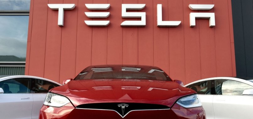 US ASKS TESLA WHY IT DIDNT RECALL AUTOPILOT DRIVING SYSTEM