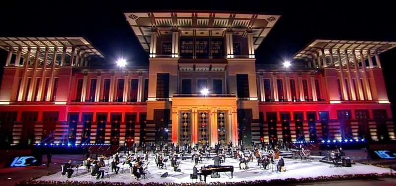 ANKARA CONCERT HONORS NATIONAL STRUGGLE DURING COUP BID