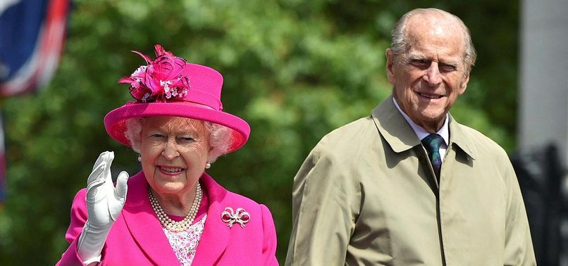 PRINCE PHILIP, 97, GIVES UP DRIVERS LICENSE AFTER CRASH