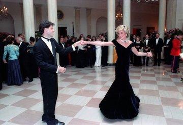 Lady Diana'nın ikonik elbisesi 3. kez satışta