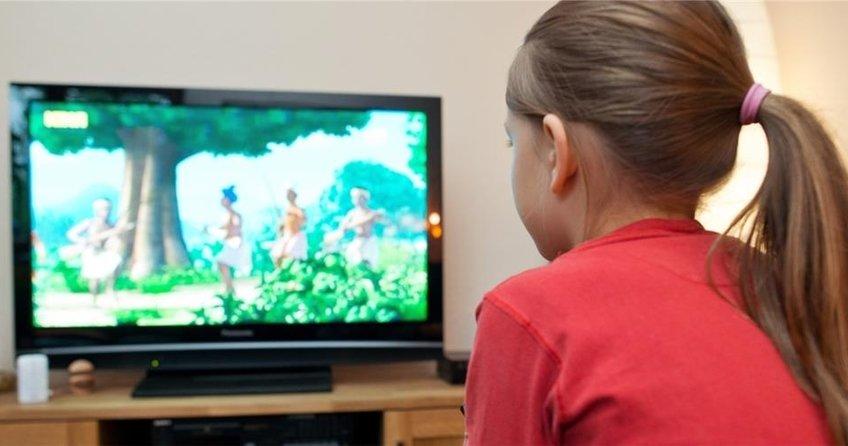 TV üç yaşındaki çocuğu etkiliyor
