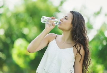Aç karna su içmek için 8 önemli sebep