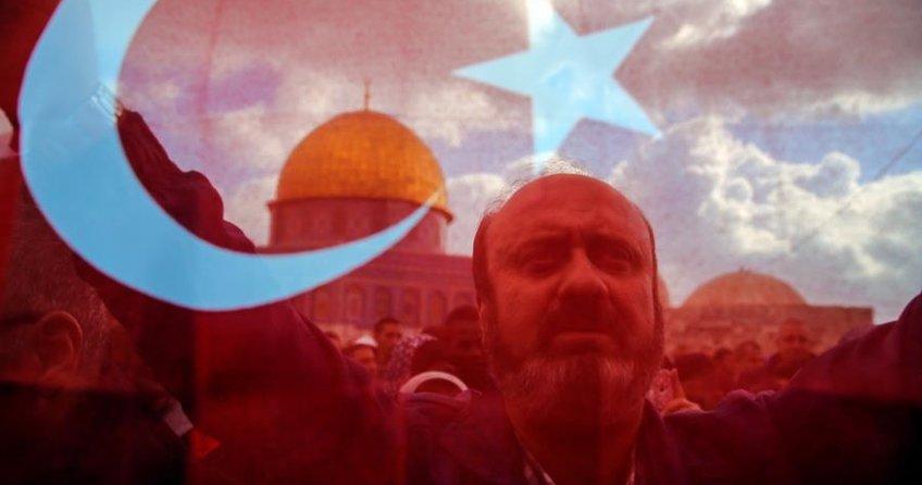 Mescid-i Aksa'da Türkiye bayrakları