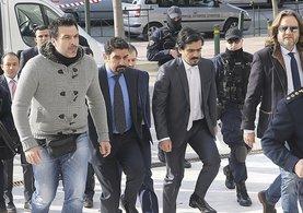 Yunanistan'a kaçan 8 darbeci asker mahkemeye böyle getirildi