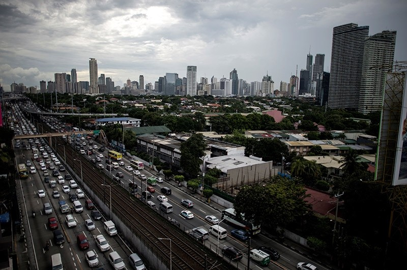 A general view of traffic in Manila's financial district, the capital city of the Philippines. Sept. 30, 2016. (AFP Photo)