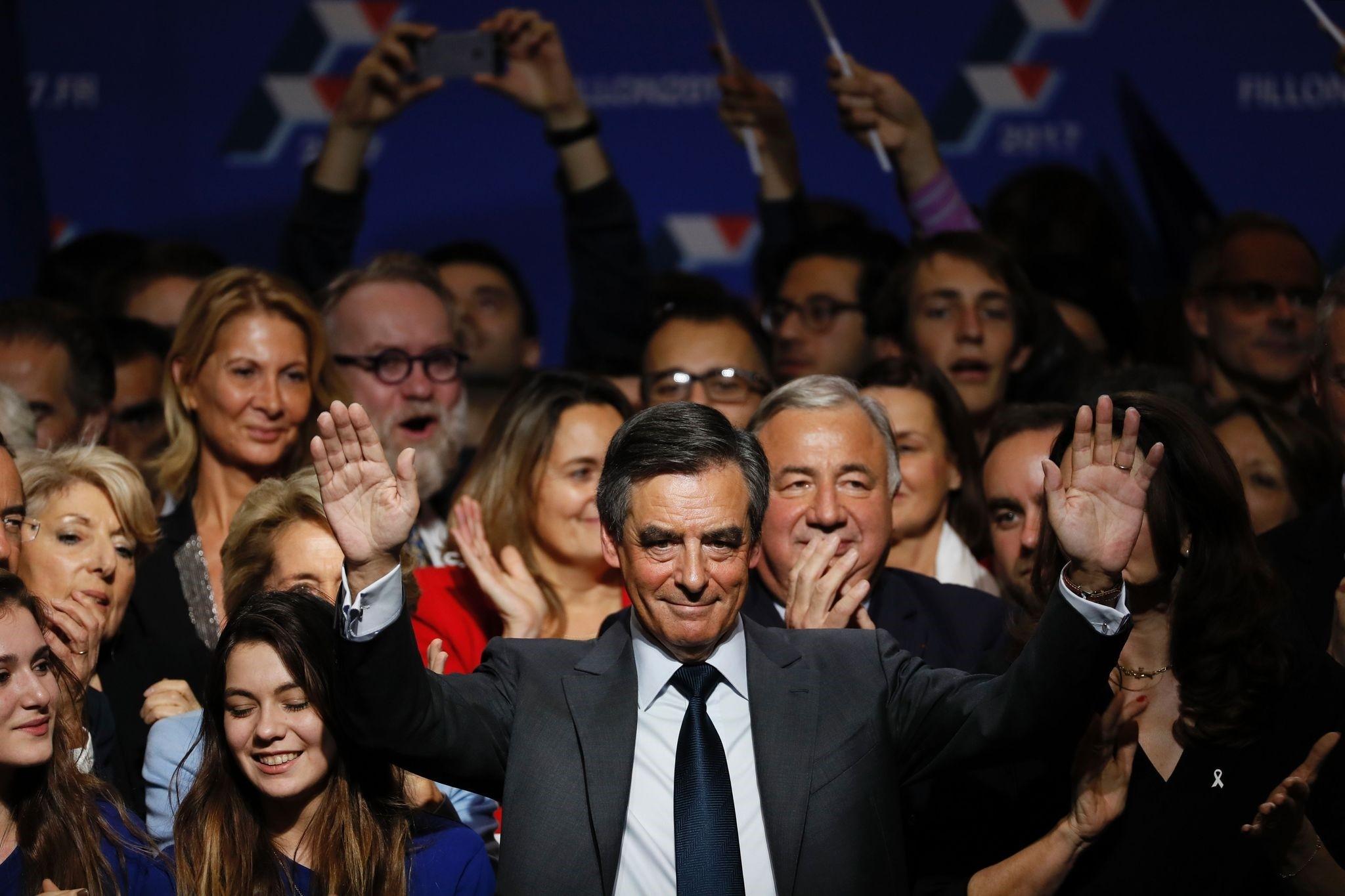 Francois Fillon (C) (AFP Photo)