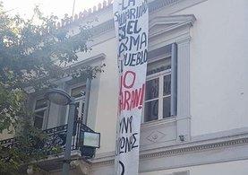 Atina'da anarşistler İspanya büyükelçiliğine girdi