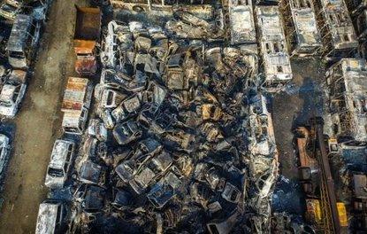 Binlerce otomobil yandı, kül oldu!