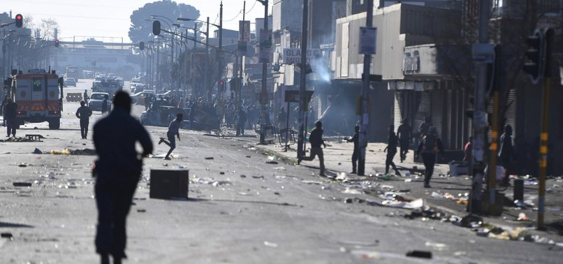 LOOTING, VIOLENCE SPREAD IN SOUTH AFRICAS MAJOR CITIES