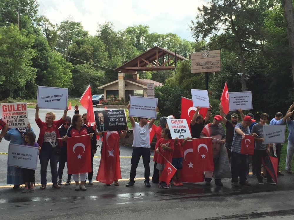 Demonstrators converged at the gate of the compound where Fethullah Gu00fclen lives in Pennsylvania.