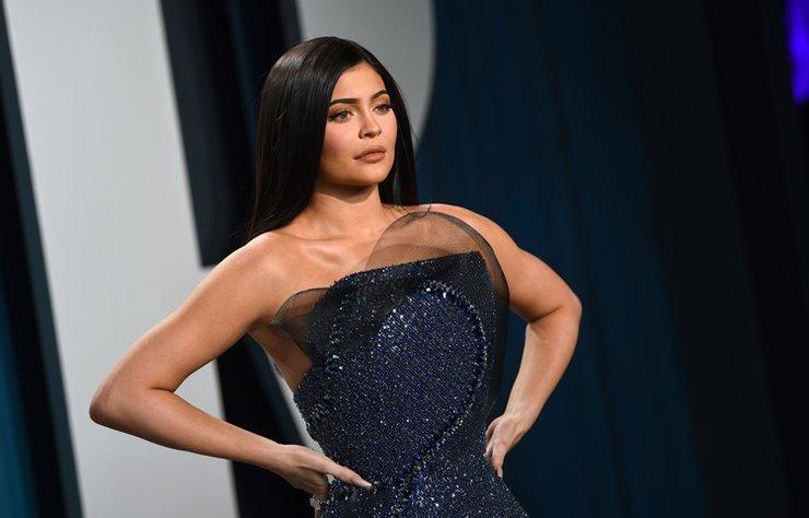 Forbes, üst üste iki yıl servetini kendi yapan en genç milyarder unvanını verdiği Kylie Jenner'ın gelirinin sahte olduğunu açıkladı.