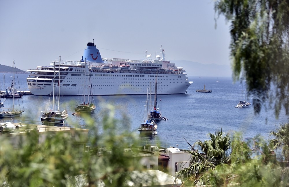 Kuu015fadasu0131, Istanbul, u0130zmir, Bodrum, Marmaris and Antalya are among the favorite spots for cruise ships to drop anchor.