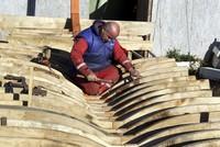 على الرغم من تطور صناعة قوارب الصيد وتقدم التقنيات الحديثة في المجال، إلا أن صيادي السمك في ولاية غريسون التركية (شمال) لا يزالون يفضلون القوارب الخشبية يدوية الصنع، التي يلبي الطلب عليها عدد قليل...