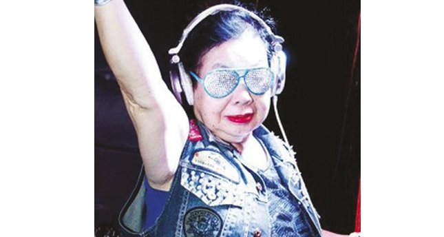 82 yaşında içindeki DJ'i keşfeden nine