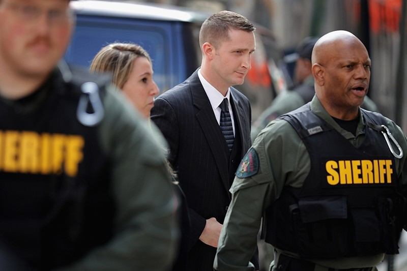 Baltimore Police Officer Edward Nero (C) arrives at the Mitchell Courthouse-West on the day a judge will issue a vertict in his trial May 23, 2016 in Baltimore, Maryland. (AFP Photo)